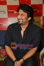 Arshad Warsi launch DVD of Ishqiya in Reliance Timeout, Bandra on 18th March 2010 (23).JPG
