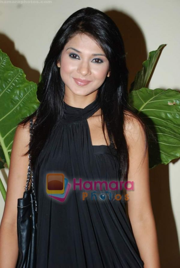 http://hamaraphotos.com/albums300/wpw-20100326/normal_Jennifer%20Winget%20at%20Prem%20Ka%20Game%20bash%20in%20Enigma%20on%2025th%20March%202010%20(5).JPG
