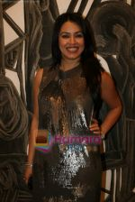 Mahima Chaudhary at poet and artist Kiran Chopra_s exhibition in Jehangir art gallery on 25th March 2010 (11).JPG