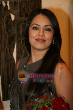 Mahima Chaudhary at poet and artist Kiran Chopra_s exhibition in Jehangir art gallery on 25th March 2010 (4).JPG