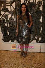 Mahima Chaudhary at poet and artist Kiran Chopra_s exhibition in Jehangir art gallery on 25th March 2010 (9).JPG
