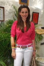 Neelam Kothari at Neha Agarwal_s Luxe Lover collection preview in Olive, Bandra, Mumbai on 25th March 2010 (75).JPG