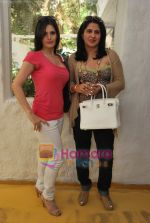 Zarine Khan at Neha Agarwal_s Luxe Lover collection preview in Olive, Bandra, Mumbai on 25th March 2010 (68).JPG