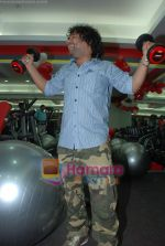 Kailash Kher at the launch of  Snap 24-7 Gym in Malad, Near Croma on 29th March 2010 (21).JPG