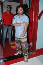 Kailash Kher at the launch of  Snap 24-7 Gym in Malad, Near Croma on 29th March 2010 (5).JPG