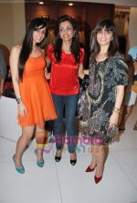 Neeta Lulla, Nishka Lulla at Neeta Nishka Lulla summer preview in Samsara on 29th March 2010 (124).JPG