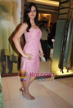 Zarine Khan at Neeta Nishka Lulla summer preview in Samsara on 29th March 2010 (13).JPG