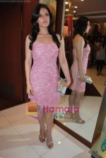 Zarine Khan at Neeta Nishka Lulla summer preview in Samsara on 29th March 2010 (15).JPG