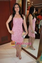 Zarine Khan at Neeta Nishka Lulla summer preview in Samsara on 29th March 2010 (16).JPG