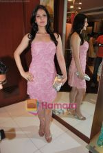 Zarine Khan at Neeta Nishka Lulla summer preview in Samsara on 29th March 2010 (17).JPG