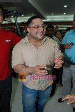 at the launch of  Snap 24-7 Gym in Malad, Near Croma on 29th March 2010 (61).JPG