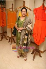 Anju Mahendroo at the Launch of Nisha Sagar_s Summer wear collection in Juhu on 30th March 2010 (2).JPG