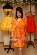 Bhagyashree at the Launch of Nisha Sagar_s Summer wear collection in Juhu on 30th March 2010 (14).JPG