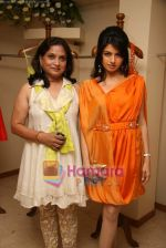 Bhagyashree at the Launch of Nisha Sagar_s Summer wear collection in Juhu on 30th March 2010 (16).JPG