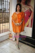 Bhagyashree at the Launch of Nisha Sagar_s Summer wear collection in Juhu on 30th March 2010 (5).JPG