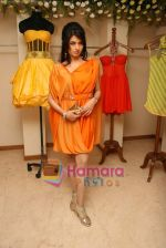 Bhagyashree at the Launch of Nisha Sagar_s Summer wear collection in Juhu on 30th March 2010 (9).JPG