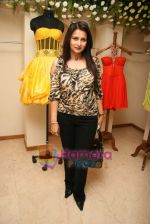 Poonam Dhillon at the Launch of Nisha Sagar_s Summer wear collection in Juhu on 30th March 2010 (2).JPG