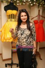 Poonam Dhillon at the Launch of Nisha Sagar_s Summer wear collection in Juhu on 30th March 2010 (4).JPG