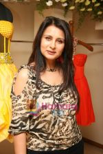 Poonam Dhillon at the Launch of Nisha Sagar_s Summer wear collection in Juhu on 30th March 2010 (5).JPG