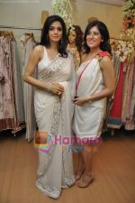 Sridevi at Maheka Mirpuri_s Summer white collection launch in Prabhadevi, Mumbai on 30th March 2010 (7).JPG
