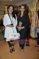at Maheka Mirpuri_s Summer white collection launch in Prabhadevi, Mumbai on 30th March 2010 (3).JPG