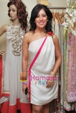 at Maheka Mirpuri_s Summer white collection launch in Prabhadevi, Mumbai on 30th March 2010 (30).JPG