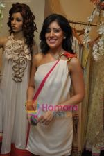 at Maheka Mirpuri_s Summer white collection launch in Prabhadevi, Mumbai on 30th March 2010 (5).JPG