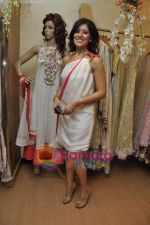at Maheka Mirpuri_s Summer white collection launch in Prabhadevi, Mumbai on 30th March 2010 (7).JPG