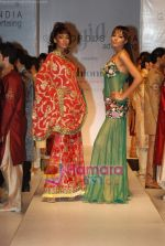 Carol Gracias walks the ramp for Umair Zafar show in Rennaisance Club on 31st March 2010 (17).JPG