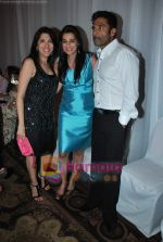 Sunil Shetty walks the ramp for Neelam and Nriti Shah on 1st April 2010 (2).JPG