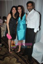 Sunil Shetty walks the ramp for Neelam and Nriti Shah on 1st April 2010 (3).JPG