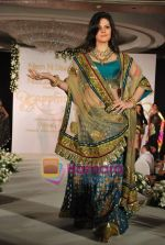 Zarine Khan walks the ramp for Neelam and Nriti Shah on 1st April 2010 (17).JPG