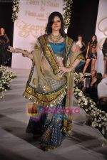 Zarine Khan walks the ramp for Neelam and Nriti Shah on 1st April 2010 (5).JPG