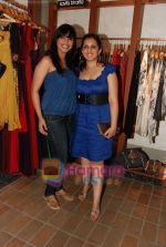 Munisha Khatwani, Mansi verma at Fuel summer collection preview in Fuel, Chowpatty on 5th April 2010 (25).JPG