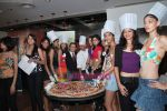 Femina Miss India finalists make giant pizza in Novotel Hotel, Juhu on 7th April 2010 (33).JPG