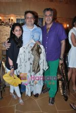 rinkee with abu jani and sandeep khosla at Twinkle Khanna_s The White Window  launch of holiday line Villa Tara in Bandra on 9th April 2010.JPG