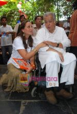 Sanjana and Shashi Kapoor at Prithvi Summertime launch in Prithvi on 10th April 2010 (5).JPG