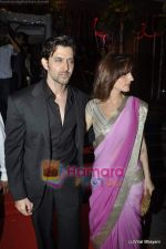 Hrithik Roshan, Suzanne Roshan at Fardeen Khan_s sister Laila Khan_s wedding reception to Frahan Furniturewala in Taj Land_s End on 16th April 2010 (4).JPG