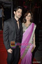 Hrithik Roshan, Suzanne Roshan at Fardeen Khan_s sister Laila Khan_s wedding reception to Frahan Furniturewala in Taj Land_s End on 16th April 2010 (6).JPG