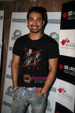 Rannvijay Singh at Water Kingdom in Esselworld on 18th April 2010 (8).JPG