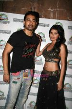 Sherlyn Chopra, Rannvijay Singh at Water Kingdom in Esselworld on 18th April 2010 (2).JPG