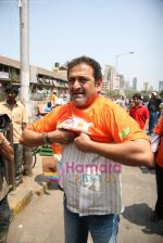 Mahesh Manjrekar promotes City of Gold through dabbawalas in Lower Parel on 21st April 2010 (10).JPG