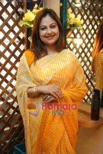 Ayesha Jhulka at the Launch of Ayesha Jhulka_s second branch Anantaa spa saloon in Andheri on 25th April 2010 (16).JPG