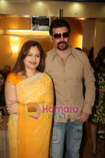 Ayesha Jhulka, Aditya Pancholi at the Launch of Ayesha Jhulka_s second branch Anantaa spa saloon in Andheri on 25th April 2010 (3).JPG