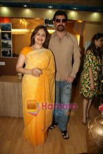 Ayesha Jhulka, Aditya Pancholi at the Launch of Ayesha Jhulka_s second branch Anantaa spa saloon in Andheri on 25th April 2010 (6).JPG