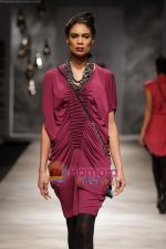Model walk the ramp for Rana Gill at Wills India Fashion Week day 5 on 29th March 2010 (5).JPG