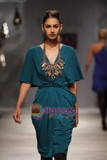 Model walk the ramp for Rana Gill at Wills India Fashion Week day 5 on 29th March 2010 (7).JPG