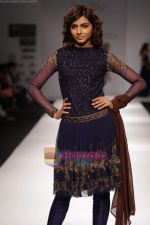 Model walk the ramp for Swapan and Seema at Wills India Fashion Week day 5 on 29th March 2010 (12).JPG
