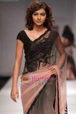 Model walk the ramp for Swapan and Seema at Wills India Fashion Week day 5 on 29th March 2010 (2).JPG