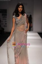 Model walk the ramp for Swapan and Seema at Wills India Fashion Week day 5 on 29th March 2010 (4).JPG